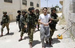 Hebron – Israeli Forces Arrest Palestinian Civilian.